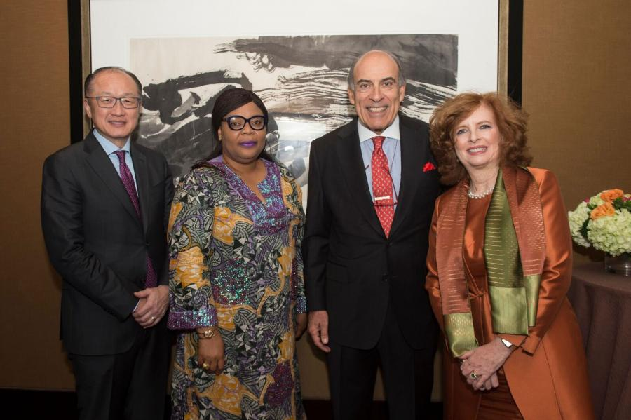 [from left] Honorees Jim Yong Kim, Leymah R. Gbowee, and Muhtar Kent joined SIPA Dean Merit E. Janow at the Global Leadership Awards 19th Annual Gala.